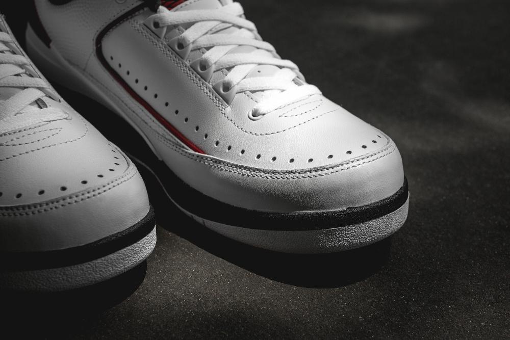 Chaussure Air Jordan 2 Retro Low White Varsity Red Black (6)