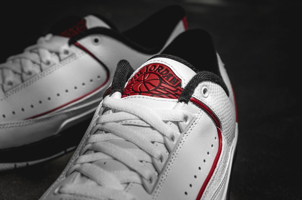 Chaussure Air Jordan 2 Retro Low White Varsity Red Black (7)