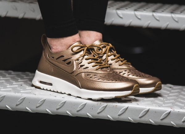 Chaussure Nike Air Max Thea Joli Metallic Golden Tan (femme) (1)