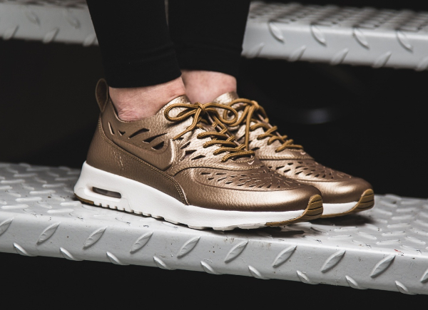 Les Metallic Pewter Golden Thea Air Max Joli Trouver amp; Où Tan Nike qZ6Ax5