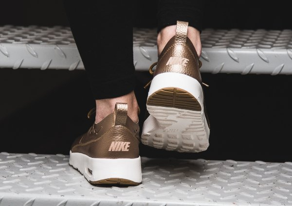 Chaussure Nike Air Max Thea Joli Metallic Golden Tan (femme) (3)