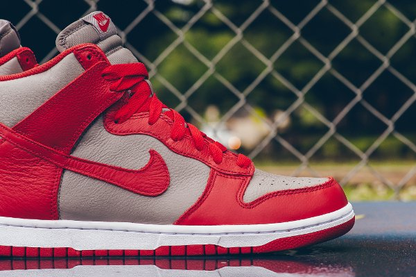 Chaussure Nike Dunk High Retro 'UNLV' (Soft Grey University Red) (3)