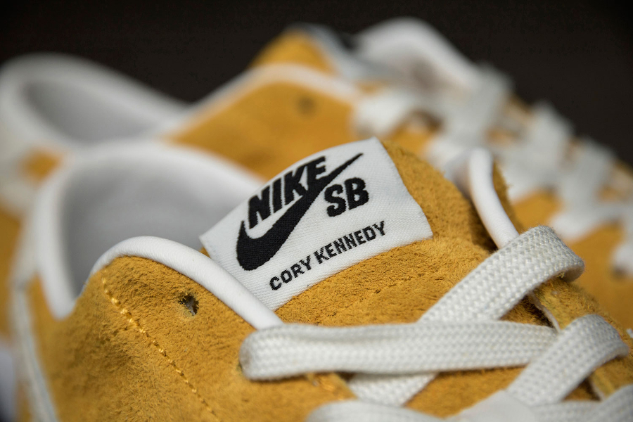 quality design 19c7d 1ef4f Chaussure Nike SB Air Zoom All Court Cory Kennedy daim jaune (1)