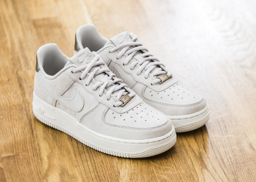 new style 06e4f 13609 Nike Wmns Air Force 1 07′ Low Suede Premium Gamma Grey