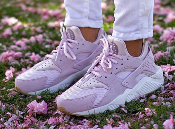 Nike Air Huarache Bleached Lilac - @ivoniceeeee