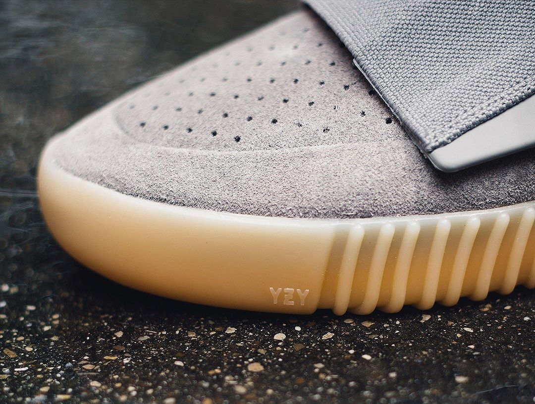 Adidas Yeezy 750 Boost 'Grey Gum' (glow in the dark) (6)