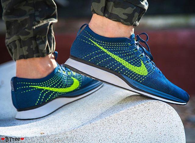 Basket Nike Flyknit Racer 'Brave Blue Volt' (2)