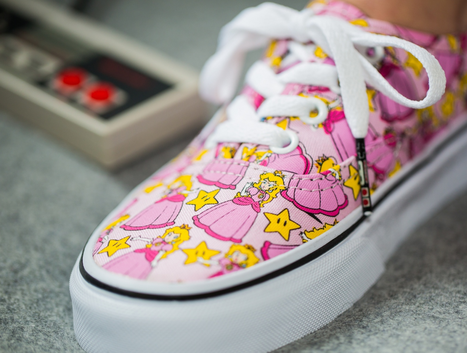 acheter Chaussure Nintendo x Vans Authentic Princesse Peach (1)