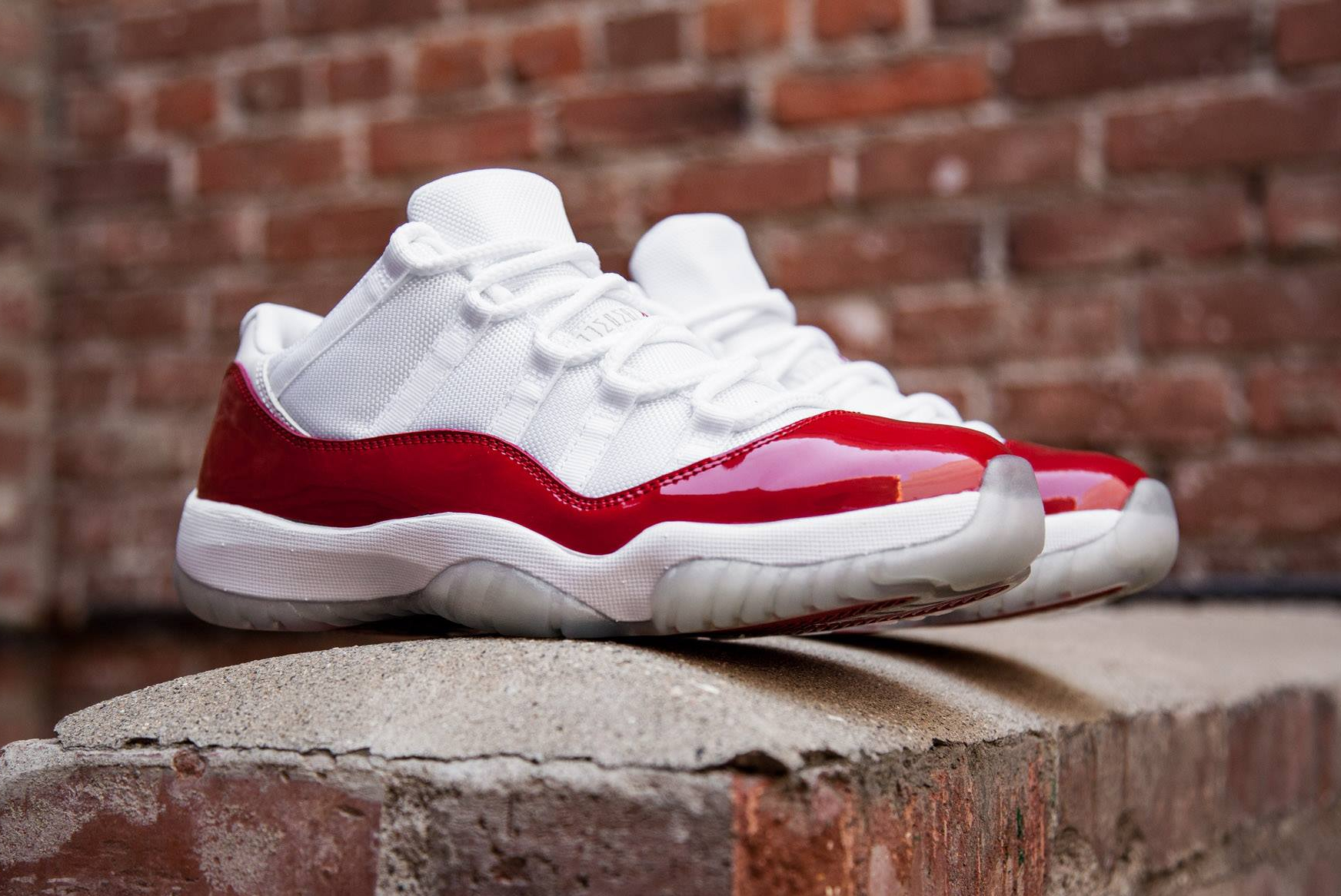 acheter basket Air Jordan 11 Low Retro 'White Varsity Red' 2016 (1)