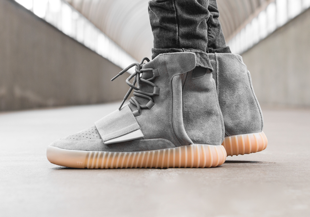 acheter basket Kanye West x Adidas Yeezy 750 Boost 'Grey Gum' (glow in the dark) (2)