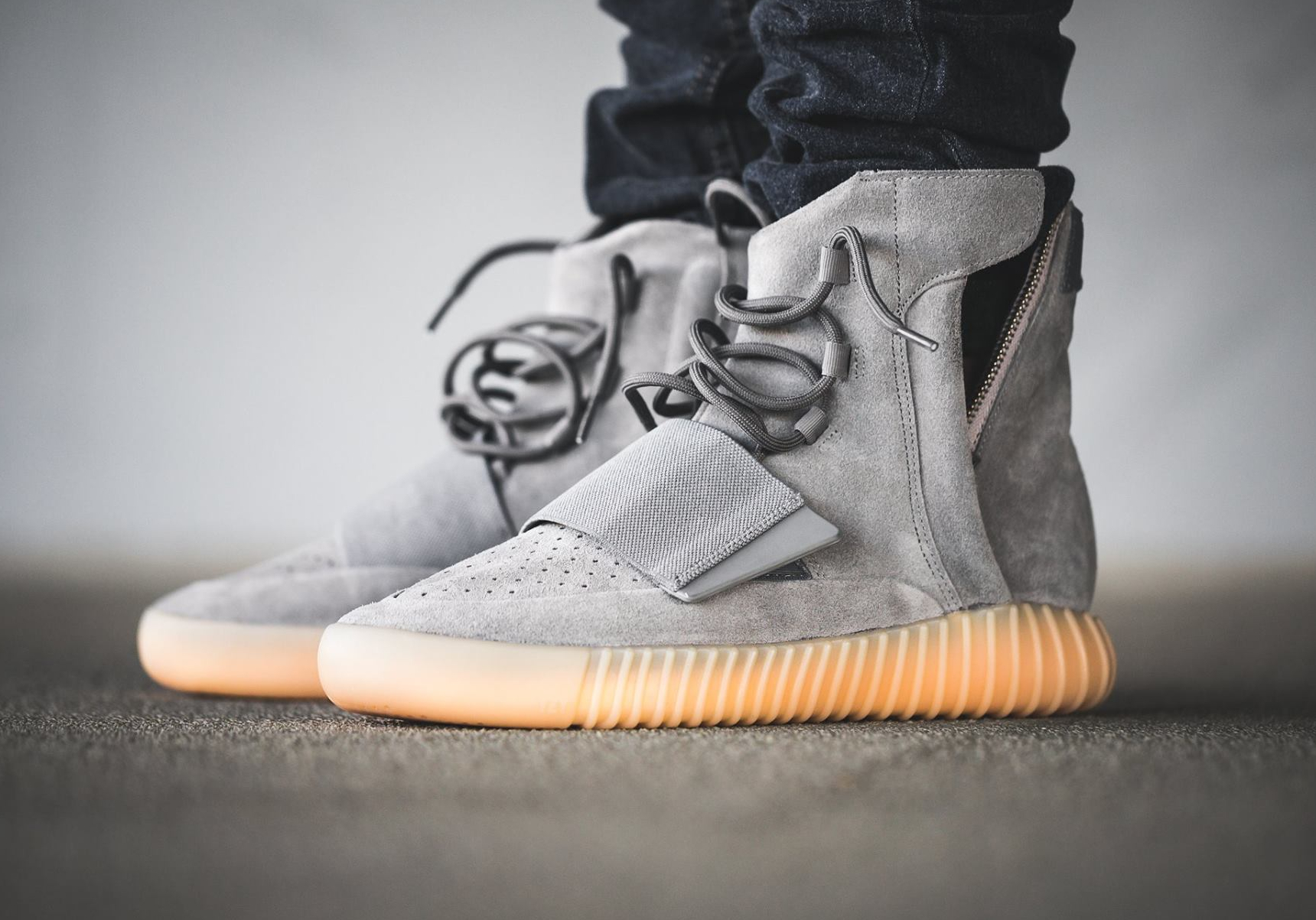 acheter basket Kanye West x Adidas Yeezy 750 Boost 'Grey Gum' (glow in the dark) (5)