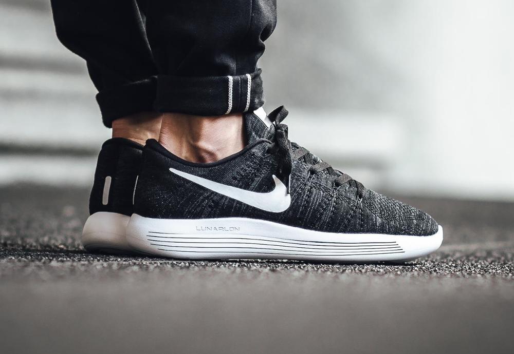 acheter chaussure Nike Lunarepic Low Flyknit Black White (1)