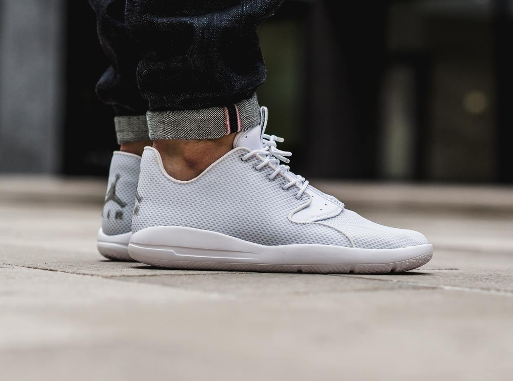 chaussure Air Jordan Eclipse 'Pure Platinum' (2)