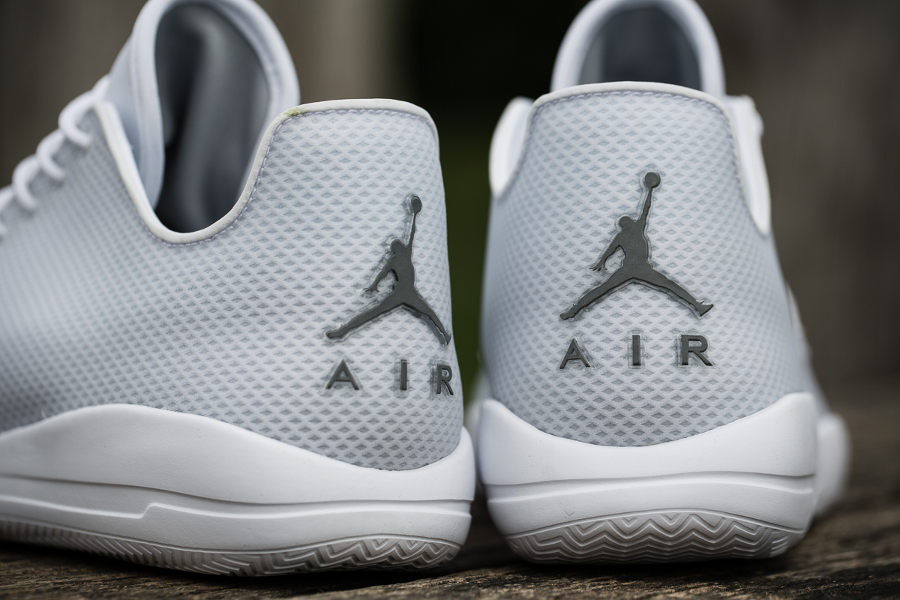 chaussure Air Jordan Eclipse 'Pure Platinum' (5)