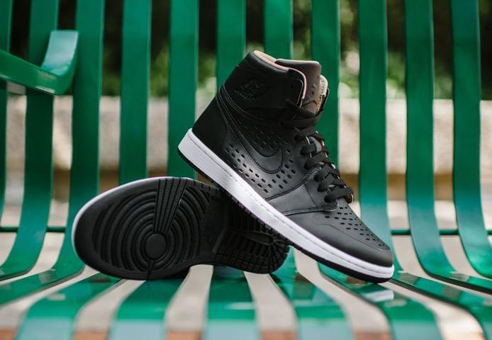 Air Jordan 1 High Retro Perf 'Vachetta Tan' noire (1)