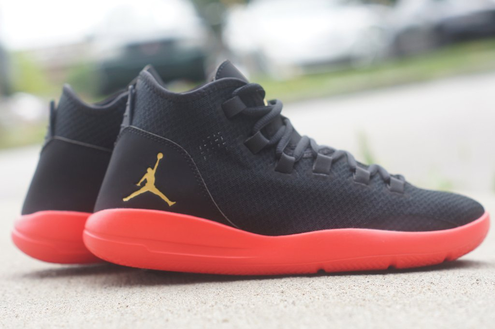 Jordan Reveal 'Black Infrared 23' (mesh noir, semelle rouge & logo Jumpman en or) (2)