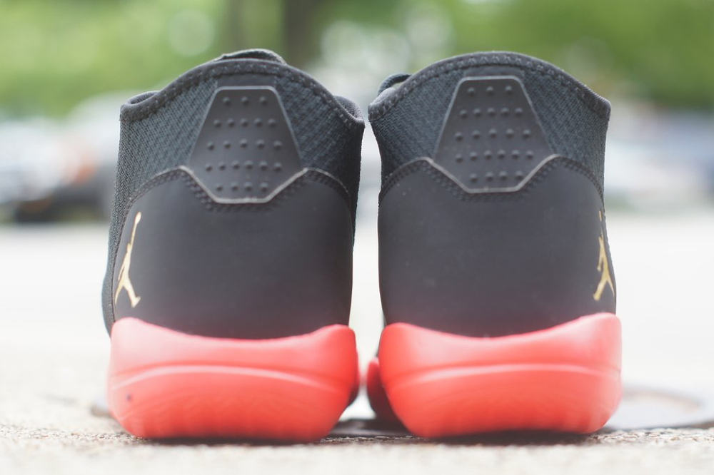 Jordan Reveal 'Black Infrared 23' (mesh noir, semelle rouge & logo Jumpman en or) (4)