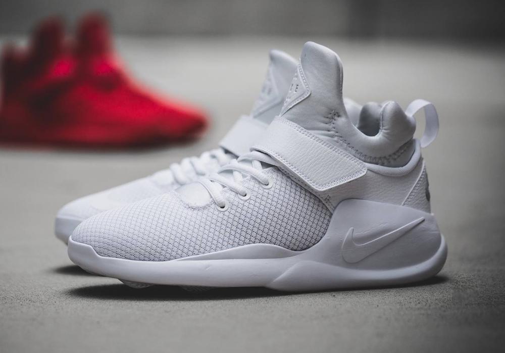 Où trouver les Nike Kwazi 'WhitePure Platinum' & 'Action Red' ?