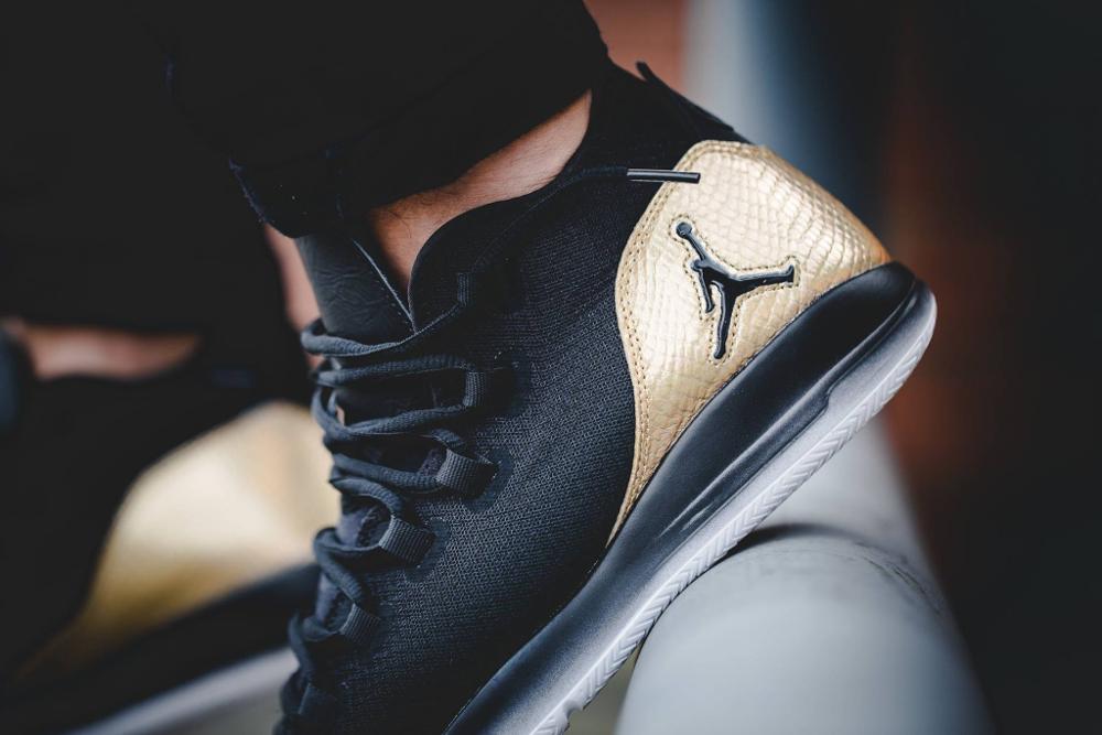 acheter Air Jordan Reveal Black Metallic Gold Quai 54 (2)