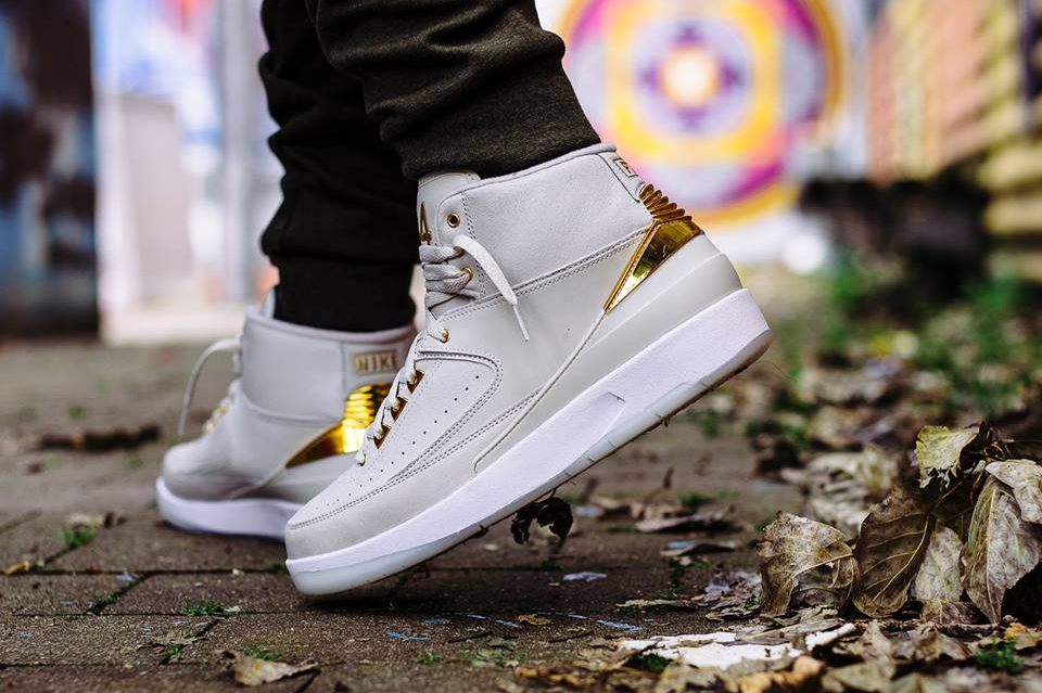 acheter chaussure Air Jordan 2 Retro 'Quai 54' Light Bone Metallic Gold (3)