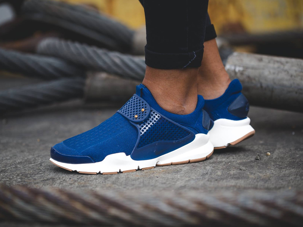 chaussure Nike Wmns Sock Dart SE Night Coastal Blue (femme) (1)