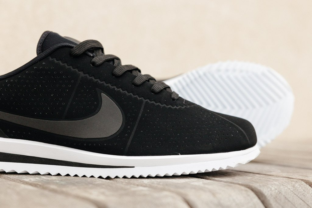 competitive price b23a6 349ad Basket Nike Cortez Ultra Moire noire