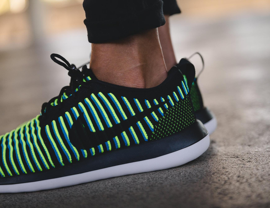Basket Nike Wmns Roshe 2 Flyknit Photo Blue Volt (1)