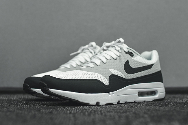 Chaussure Nike Air Max 1 Ultra Essential White Anthracite Pure Platinum (1)