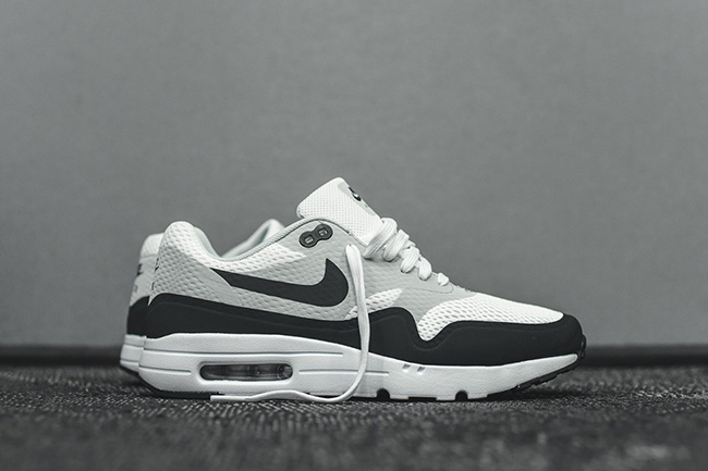 Chaussure Nike Air Max 1 Ultra Essential White Anthracite Pure Platinum (2)