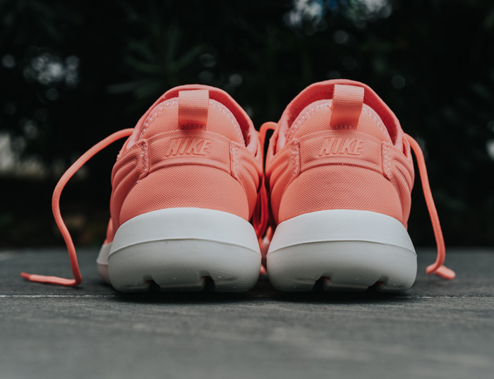 Chaussure Nike Wmns Roshe Two Atomic Pink (rose) femme (2)