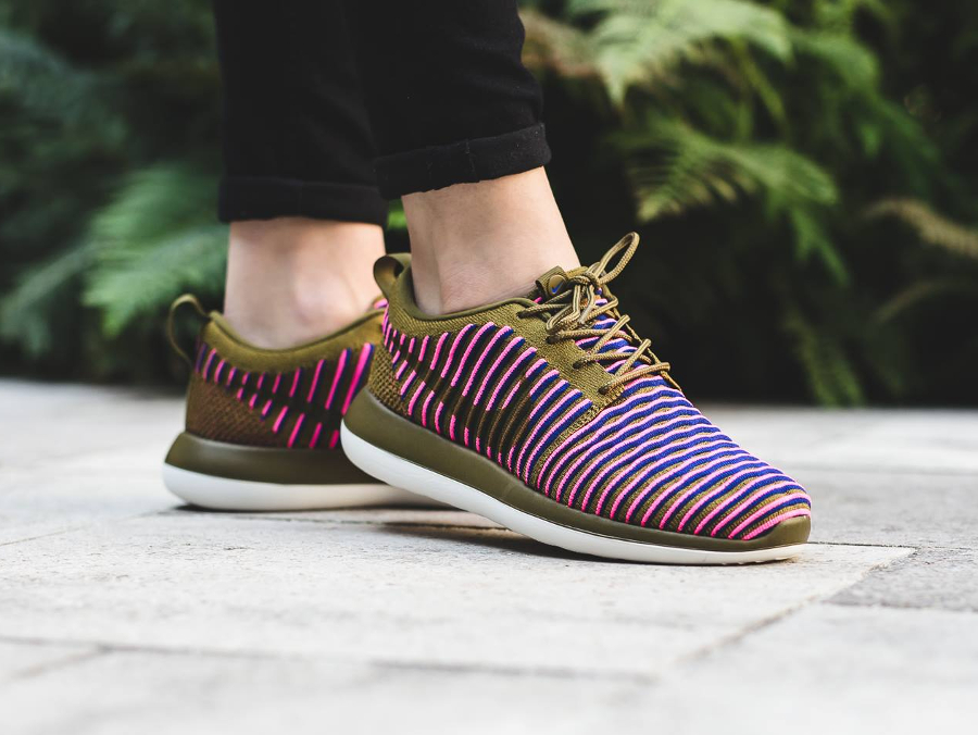 Chaussure Nike Wmns Roshe Two Olive Flak (1)