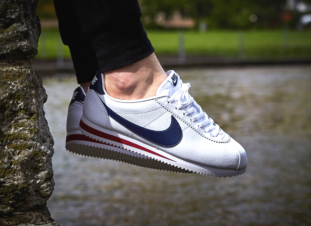 chaussure Nike Cortez Classic Leather White Midnight Navy Gym Red (1)