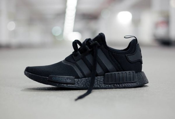 Adidas NMD_R1 'Blackout' (Monochrome Pack)