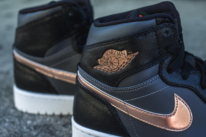 Air Jordan 1 Retro High 'Metallic Red Bronze'