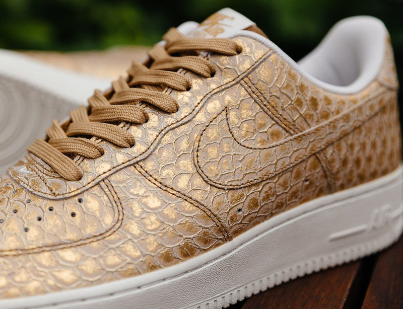 chaussure-nike-air-force-1-low-07-metallic-gold-2