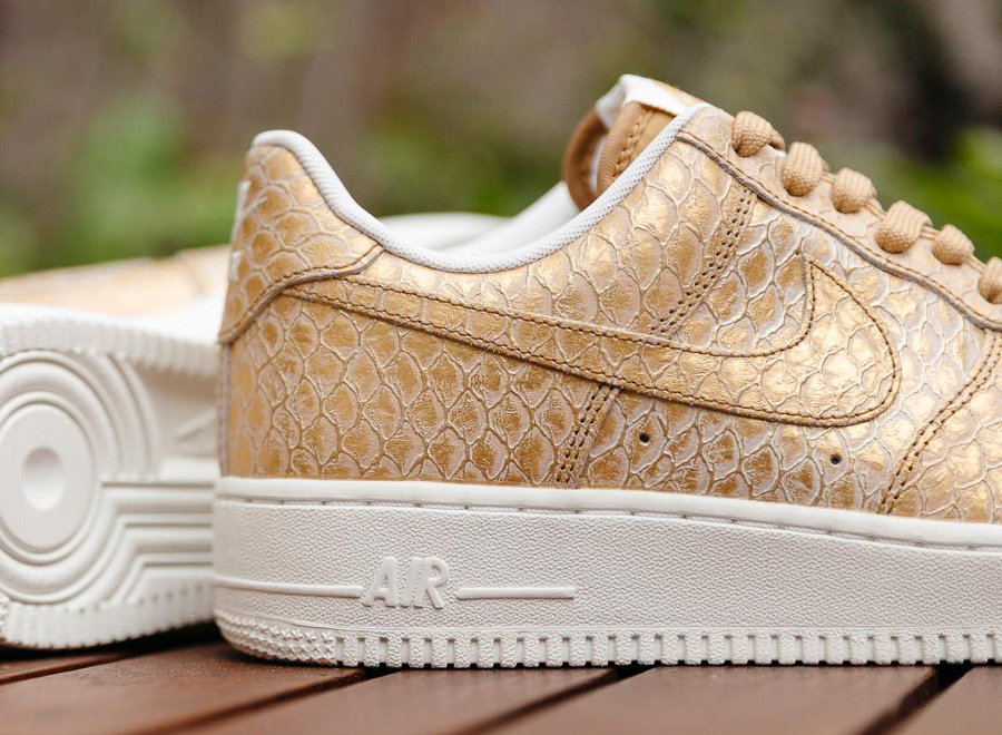 chaussure-nike-air-force-1-low-07-metallic-gold-3