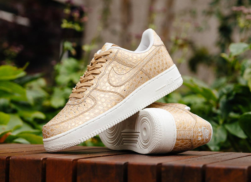 chaussure-nike-air-force-1-low-07-metallic-gold-4
