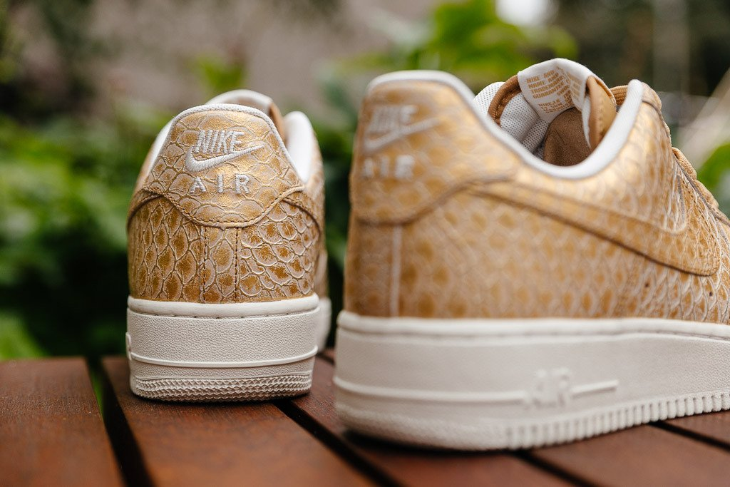 chaussure-nike-air-force-1-low-07-metallic-gold-5