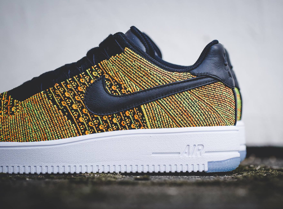 chaussure-nike-air-force-1-low-ultra-flyknit-volt-black-orange-2