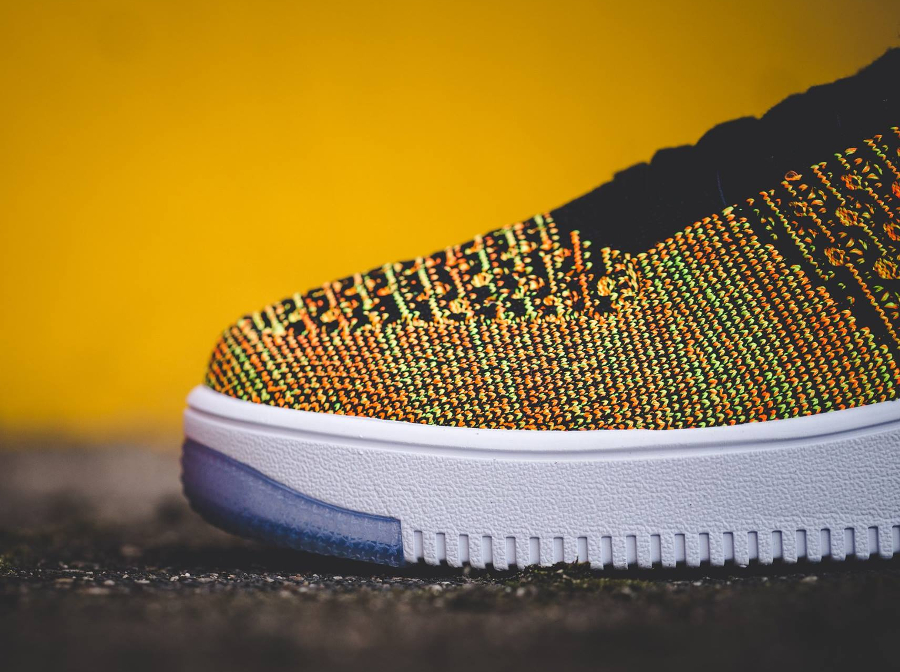 chaussure-nike-air-force-1-low-ultra-flyknit-volt-black-orange-3