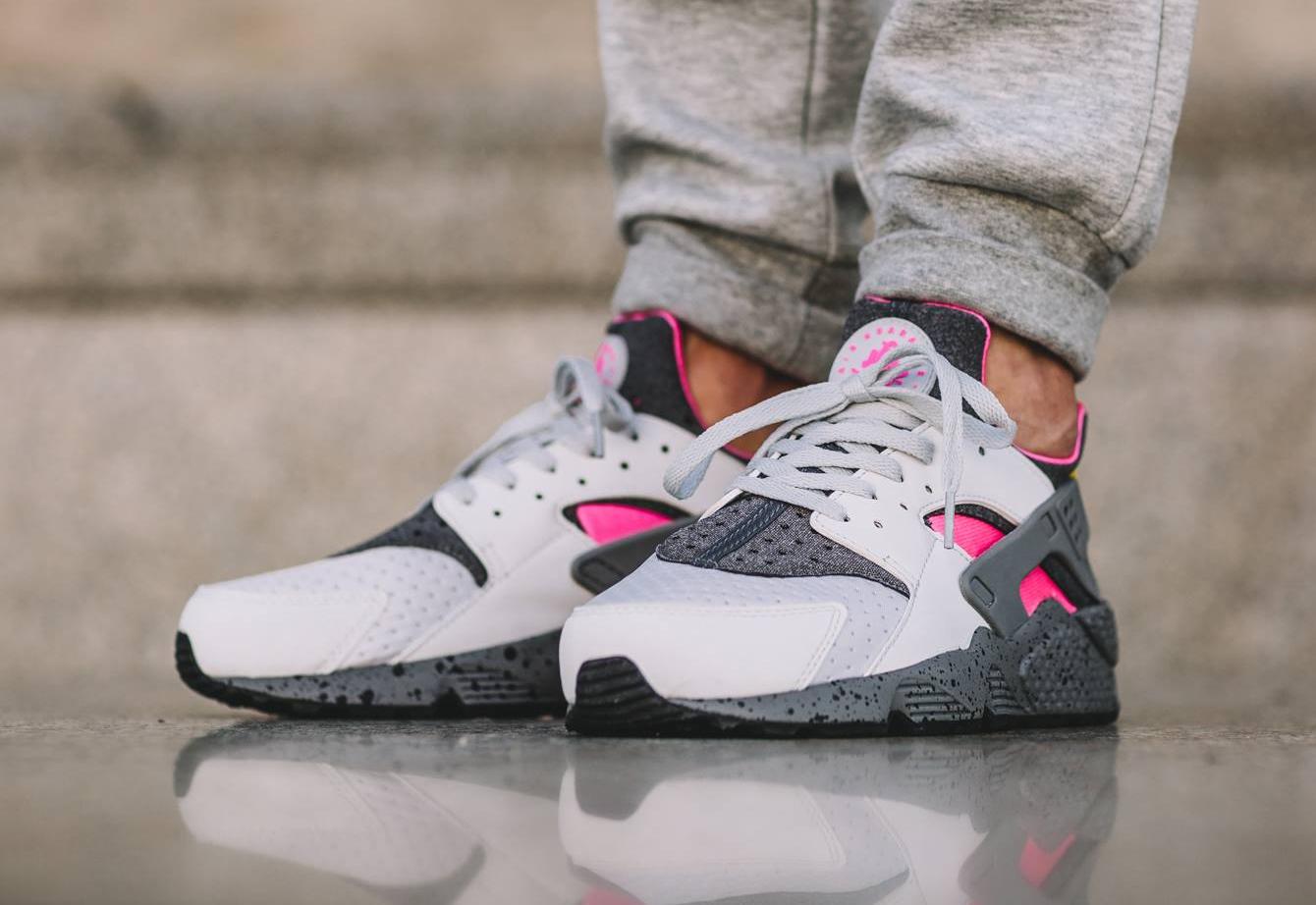 chaussure-nike-air-huarache-special-edition-pink-blast-1