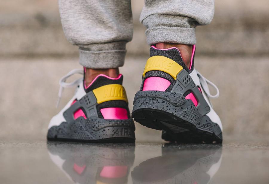 chaussure-nike-air-huarache-special-edition-pink-blast-2