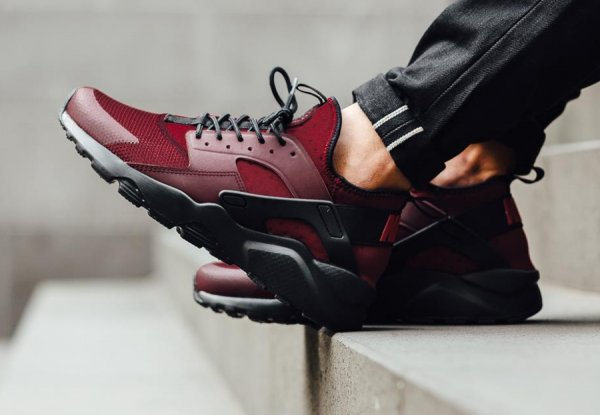 Nike Air Huarache Ultra Run 'Black Team Red'