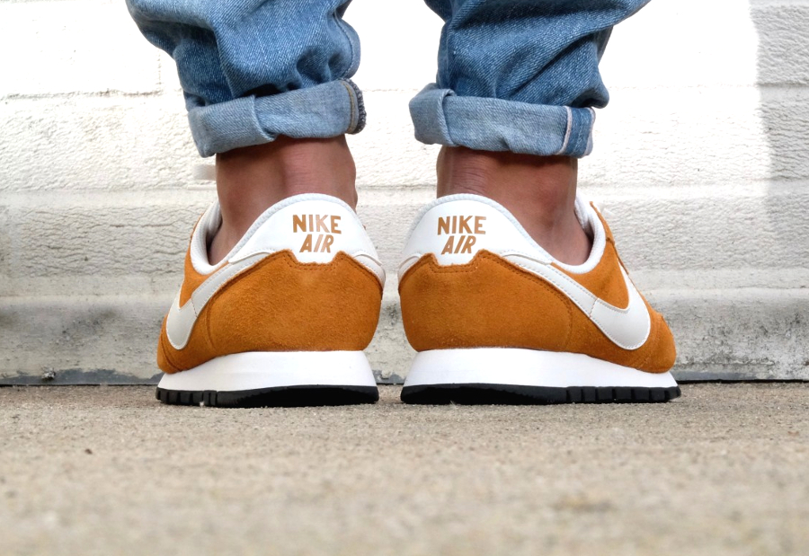 chaussure-nike-air-pegasus-83-suede-curry-2