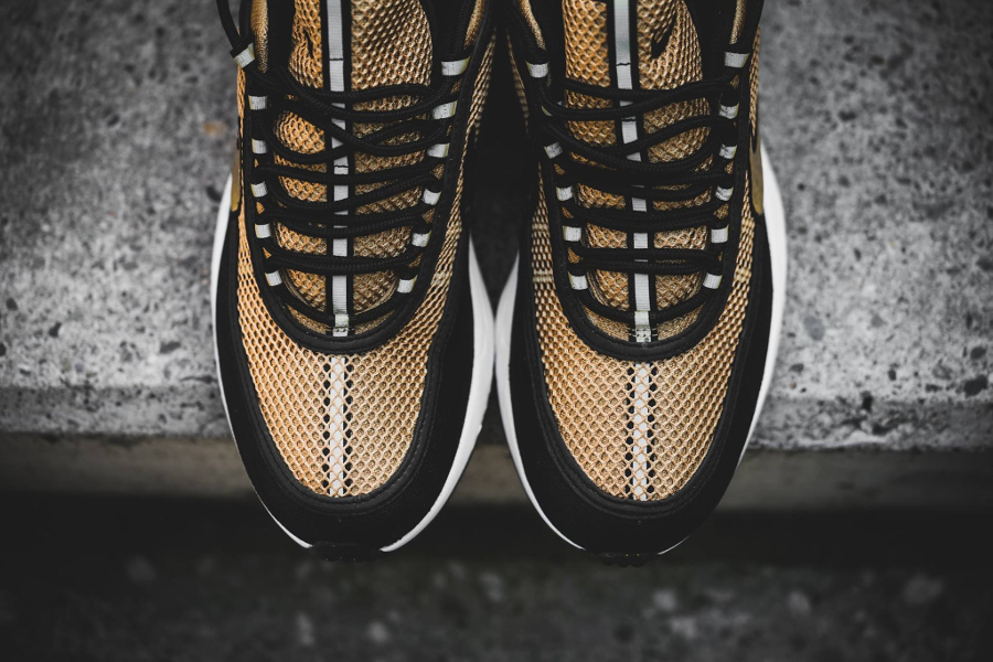 chaussure-nike-air-zoom-spiridon-gold-6