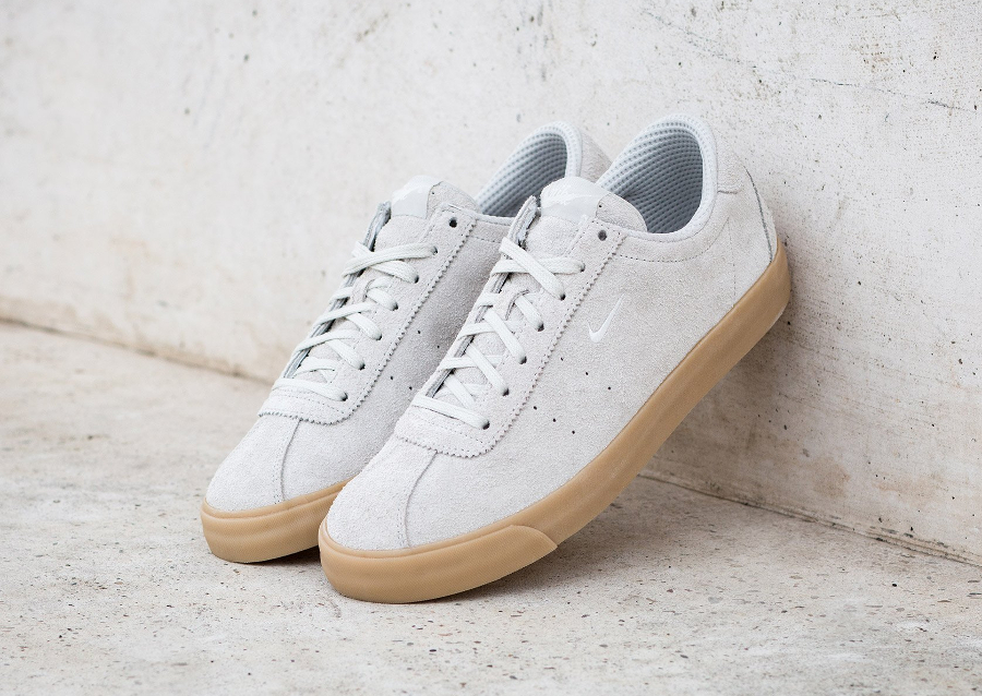 chaussure-nike-match-classic-en-daim-beige-1