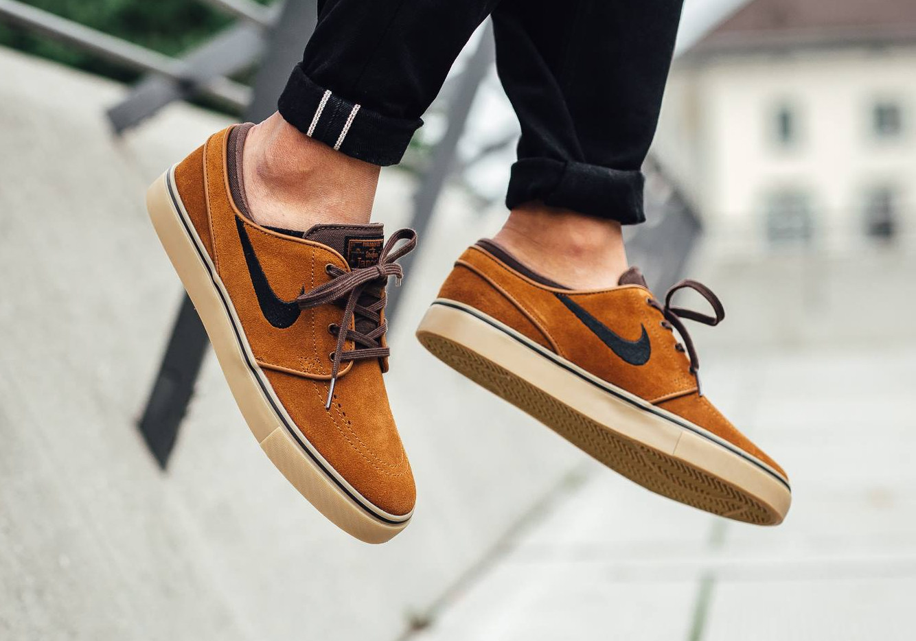 chaussure-nike-sb-janoski-daim-marron-2