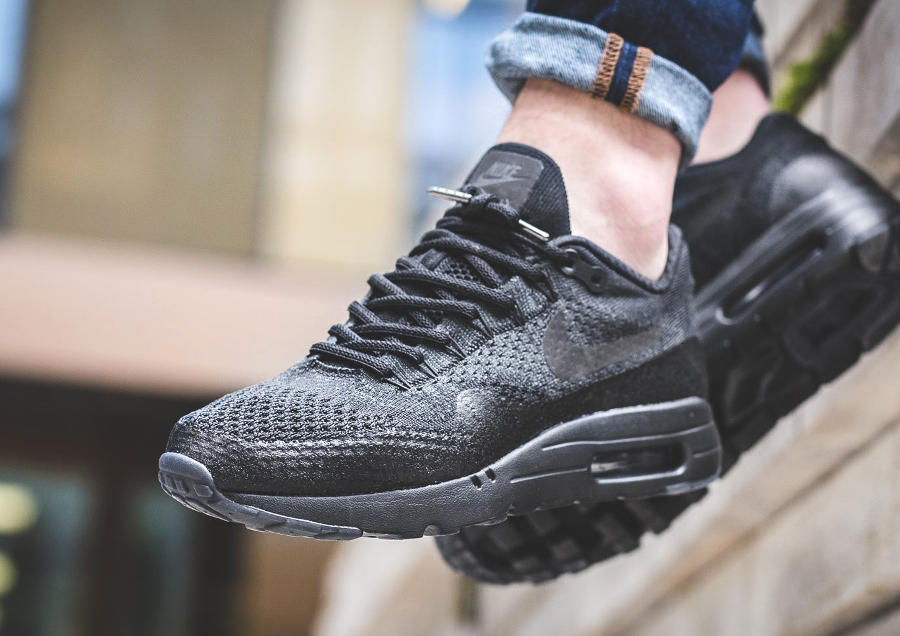 nike-air-max-1-ultra-flyknit-triple-black-aux-pieds-1