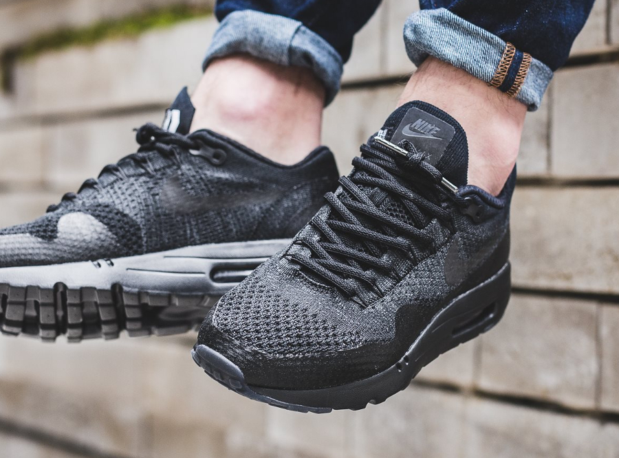 nike-air-max-1-ultra-flyknit-triple-black-aux-pieds-2