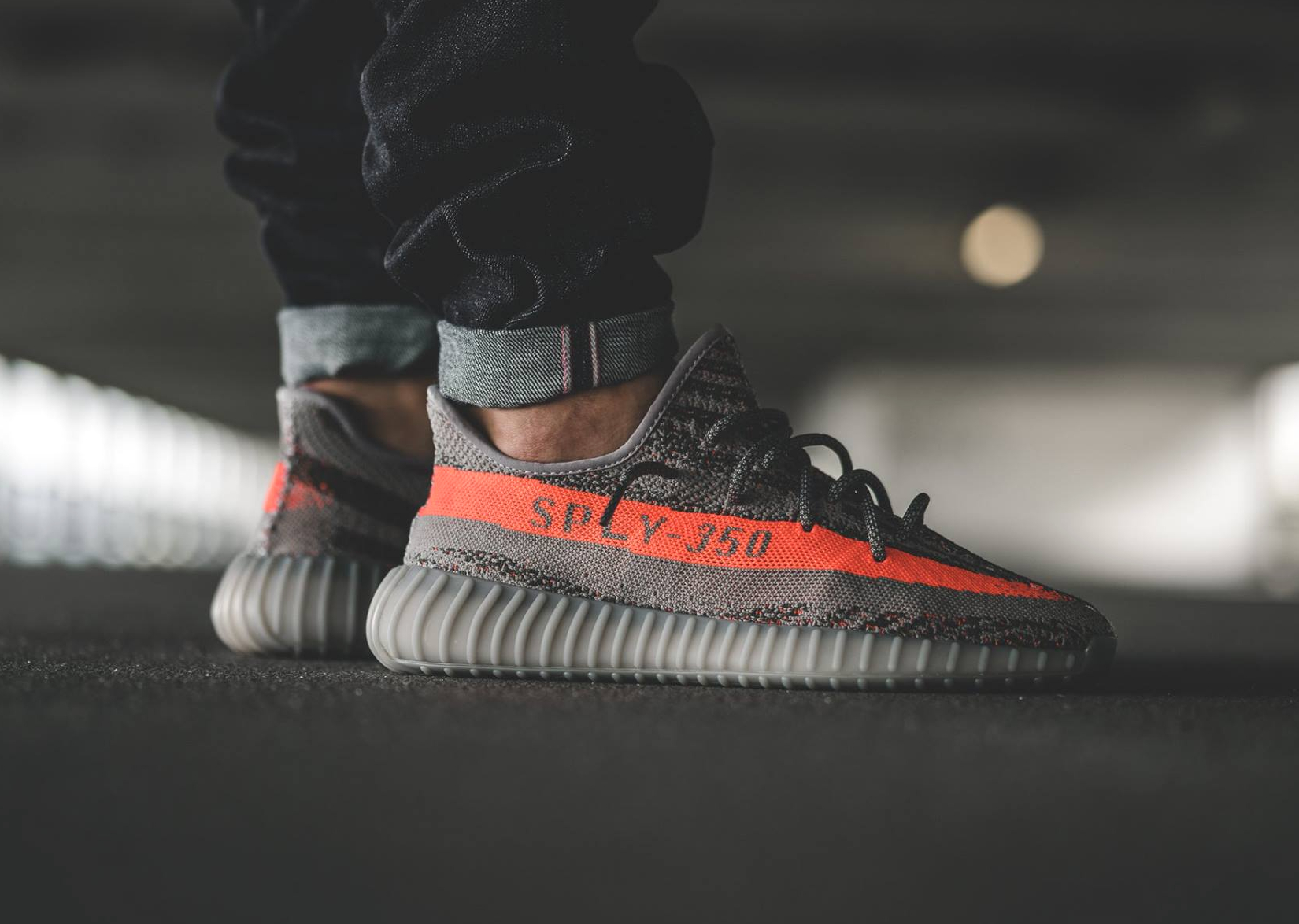 avis-basket-adidas-yeezy-350-boost-sply-steel-grey-red